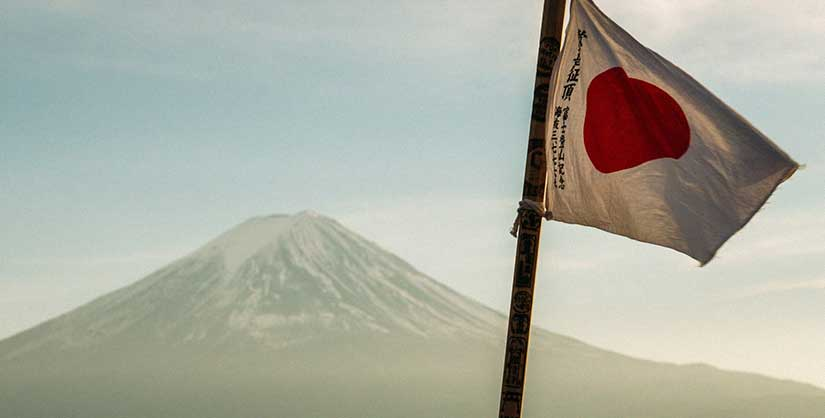 Japanese flag in front of mountain | Readable, free readability test